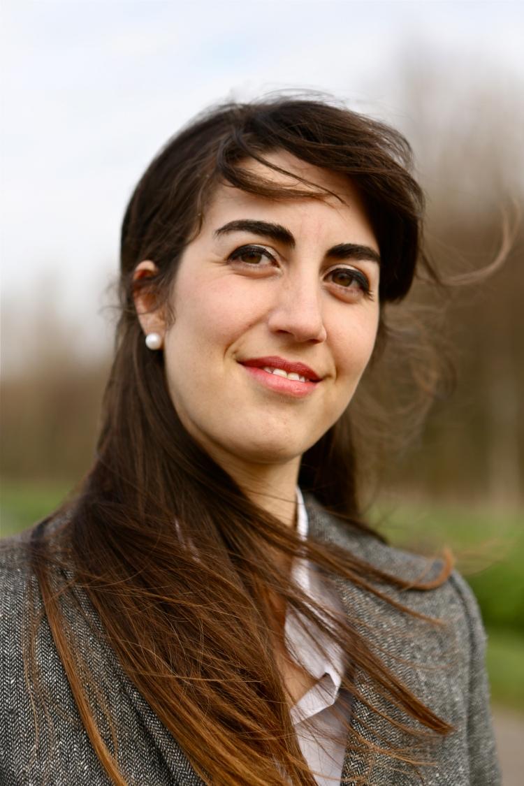 Interview With Female Entrepreneur Roya Caviglia l Paperbeau